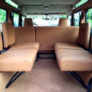 1983 LR LHD Defender 110 V8 A jump seats 4