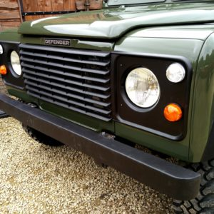 1992 LR LHD Defender 90 200 Tdi Eastnor Green grill close