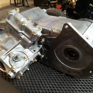 1992 LR LHD Defender 110 rebuild gearbox top