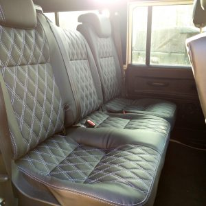 1993 LR LHD 110 Fuji White B daimond 2nd row TDCI seats