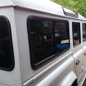 1993 LR LHD 110 Fuji White privacy glass right rear