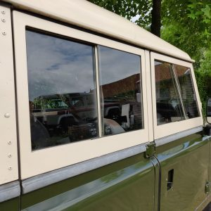 1984 LR LHD Defender 127 Eastnor Green A removable doortops right