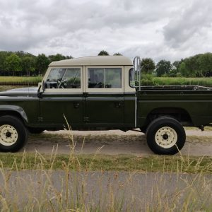 1984 LR LHD Defender 127 Eastnor Green B left side