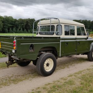 1984 LR LHD Defender 127 Eastnor Green B right rear