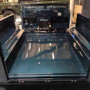 1995 LR LHD Defender 90 300 tdi Aintree Green day 2 rear tub installed