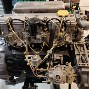 1995 LR LHD Defender 90 300 tdi White day 6 engine from top