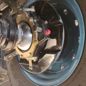 1992 LR LHD 110 Tuscan Blue 200 Tdi underneath LH hub rebuild