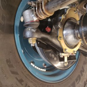 1992 LR LHD 110 Tuscan Blue 200 Tdi underneath RH hub rebuild