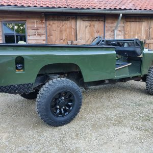 1992 LR LHD Defender 3 dr 200 Tdi Eastnor 2 repaint right rear