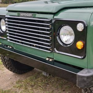 1995 LR LHD Defender 110 Conisten Green 300 Tdi grill close