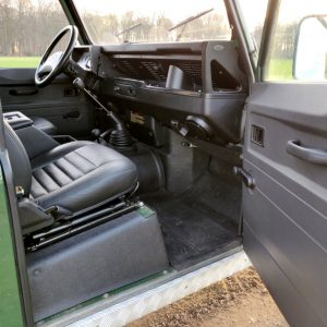 1995 LR LHD Defender 90 Conisten Green 300 Tdi dash and trim
