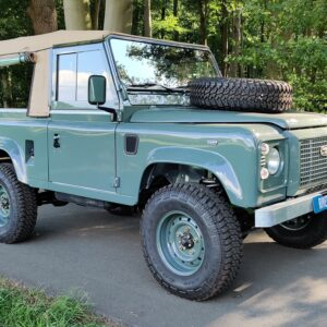 1995 LR LHD Defender 90 Keswick Green Soft Top A with top right front