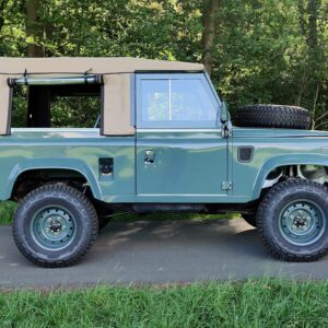 1995 LR LHD Defender 90 Keswick Green Soft Top A with top right side