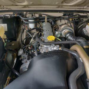 1991 LR LHD Defender 110 5 dr Tdi Cappuchino A engine bay