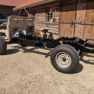 1992 LR LHD Defender 110 5 dr Tdi Cappuchino chassis rolling with bulkhead left rear