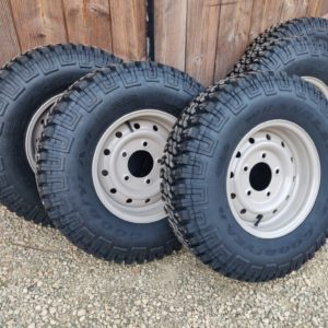 1992 LR LHD Defender 110 5 dr Tdi Cappuchino panels wheels and tyres