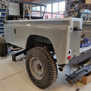 1987 Defender 90 200 Tdi Ron T building day 11 tub and doors installed left rear