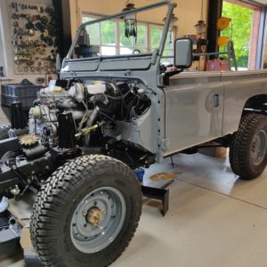1987 Defender 90 200 Tdi Ron T building day 11 tub and doors installed plus surround