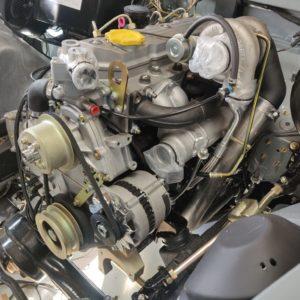 1987 Defender 90 200 Tdi Ron T building day 13 engine installed