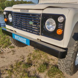 1993 LR LHD Defender 90 200 Tdi White grill close