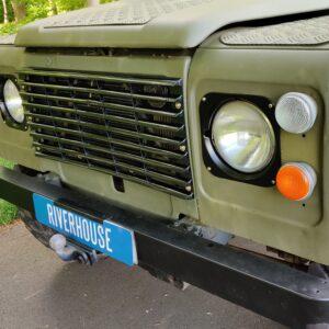 1985 LR RHD Landrovr 127 Green A grill close