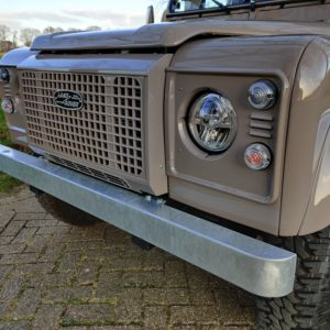 2006 LR LHD Defender 90 Td5 41000 km C grill close