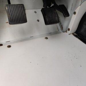 1995 LR LHD Defender 110 White 300 Tdi interiior drivers floor pan close
